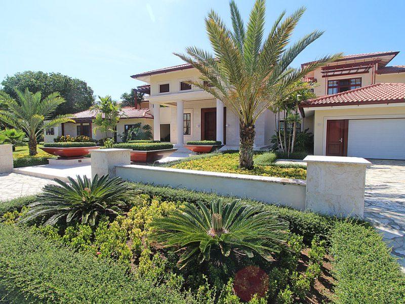 Villa148Front1K
